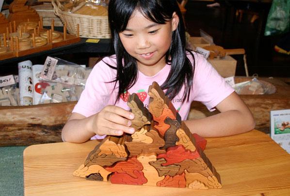 RABBIT PYRAMID PUZZLE Wooden Toys (Ginga Kobo Toys) Japan