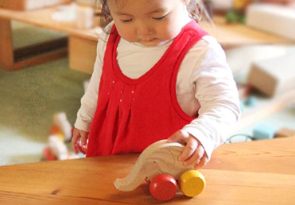 Dribbling Little Elephant Wooden Toys (Ginga Kobo Toys) Japan