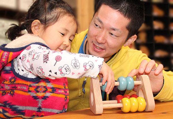 ■空空荡荡的玩具智育玩具家族庆贺国产诞生小孩赠品拉托尔1岁2岁3岁4岁5岁1岁2岁3岁4岁5岁分娩祝贺赠品♪婴儿玩具橡皮奶嘴&女孩カタカタ计算机■玩,并且日本制造的かず树的男孩子Wooden Toys Japan