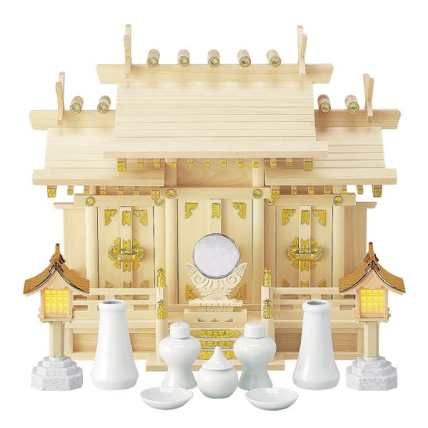 【納期お問い合わせ下さい】【送料無料】[国産材使用 日本製三社神棚の基本セット] 屋根違い三社 小 神具付セット ※灯籠の形状が画像より変更となります【14B】