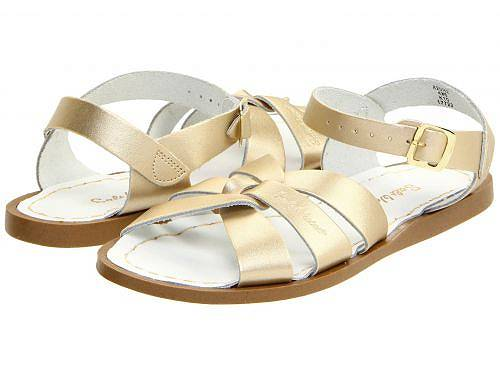 Salt Water Sandal by Hoy Shoes 女の子用 キッズシューズ 子供靴 サンダル The Original Sandal (Big Kid/Adult) - Gold
