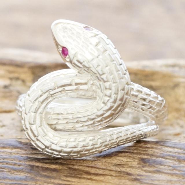 【あす楽】ヘビリング 指輪 メンズスネーク 蛇 白蛇シルバー 925 ルビー金運 幸せ 縁起ハンドメイド ジュエリーシルバーアクセサリーTJK s719fix/rb【ギフト包装】【送料無料】