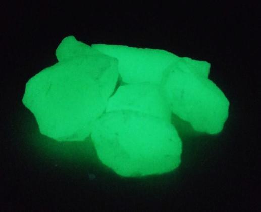 蓄光!光を蓄えておくと暗所で発光! 蓄光 骨材 グロウストーン イエローグリーン発光 粉砕石タイプ 1kg