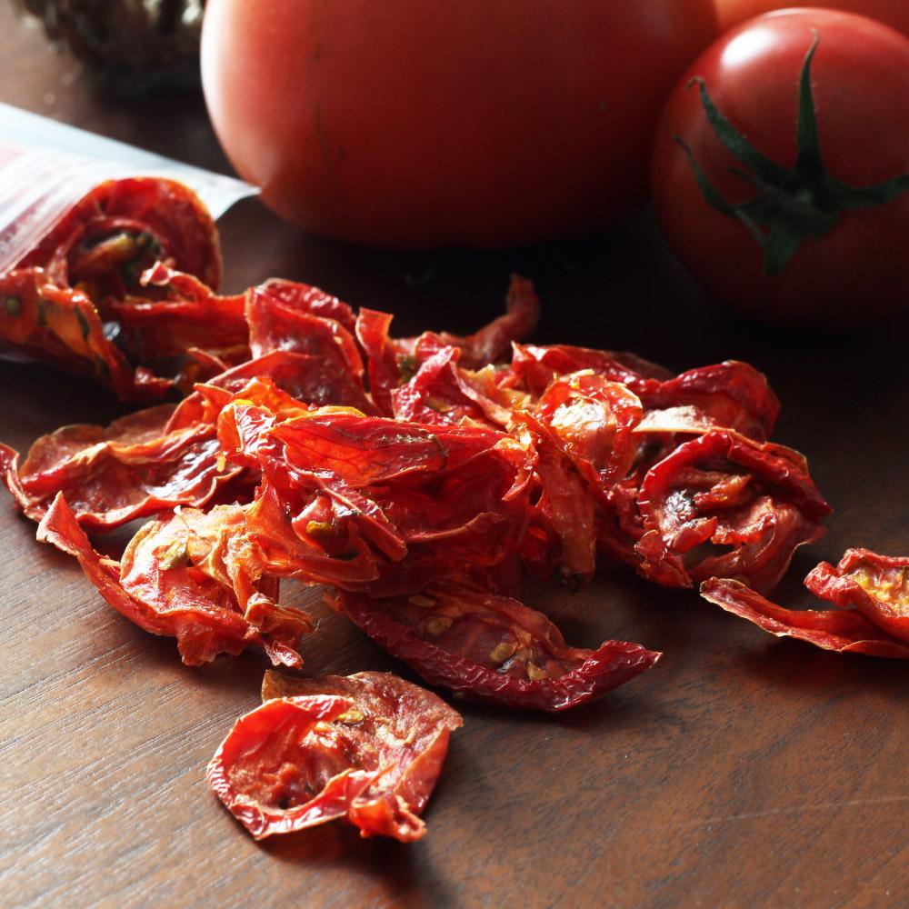 兵庫県姫路市で農薬不使用にこだわって育てた高糖度のトマト 大切に育てたトマトを完全無添加でセミドライにしました リコピンやビタミンといった栄養も 甘みや旨味もギュッと凝縮 送料無料 無添加 全商品オープニング価格 40g 兵庫県産ドライトマト 当店一番人気 産地直送