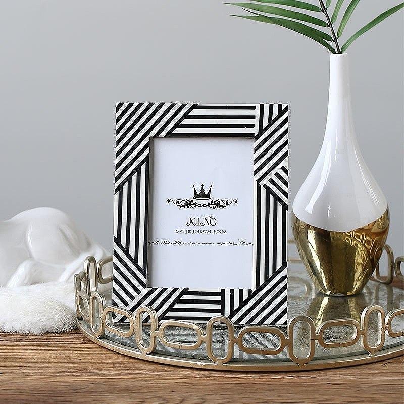 フォトフレーム 写真立て 結婚祝い 出産祝い プレゼント かわいい 北欧 A4 お祝い ホワイト ブラック モノトーン クール 長方形 スタンド 祝い 記念品 ウェディング モダン ミッドセンチュリー セレブ 上質 高級 シンプル ウエルカムボード リビング/[aaw22]