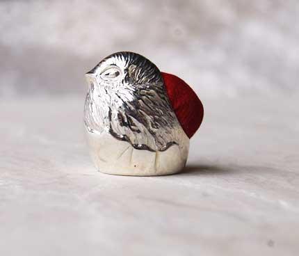 銀製のピンクッション ひな鳥 英国の上品な裁縫道具