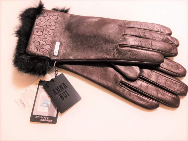 アナスイ ANNA SUI 蝶(バタフライ) ロゴ入り 羊革&ラビットファー スマートフォン対応皮革使用 手袋(ブラウン)