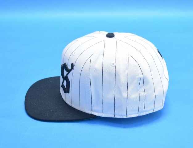 UNDEFEATED (Andy fee Ted) BS SNAPBACK CAP snapback cap WHITE BLACK white    black FREE-free STRIPE stripe BAD SPORTS 14SS hat 8b60984ef87c