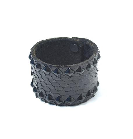 【新品同様】 HTC BLACK (エイチティーシー ブラック) BR04S Pyramid Studs Black Python Bracelet ピラミッドスタッズパイソンブレスレット 黒 BLACK 【中古】