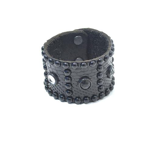 【新品同様】 HTC BLACK (エイチティーシー ブラック) BR02S ROUND Studs Black Python Bracelet ラウンドスタッズパイソンブレスレット 黒 BLACK 【中古】ハリウッドトレーディングカンパニー