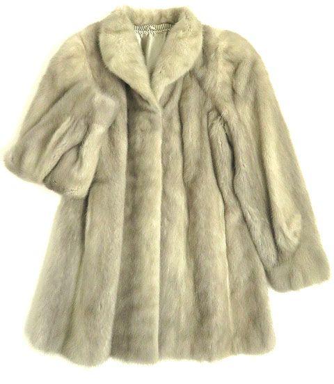 【中古】毛並み極美品▼ROYAL SAGA MINK ロイヤルサガ サファイアミンク 裏地花柄刺繍入り 本毛皮コート ライトグレー F 艶やか・柔らか◎