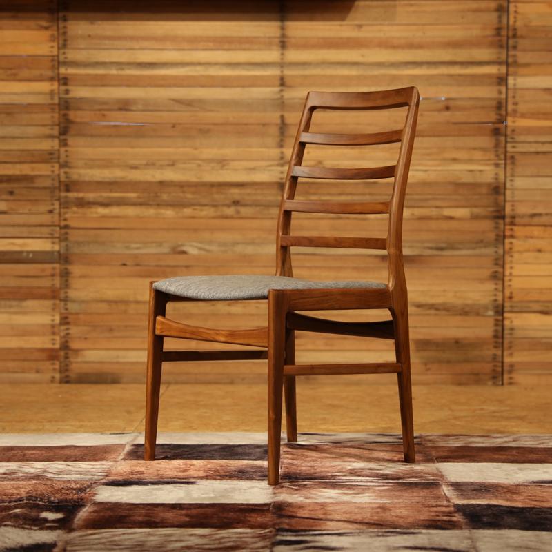 商品名|FORMA フォーマ ダイニングチェアカラー| チーク レッドブラウン色サイズ| 幅 56 奥行45 高さ91(座面45)cm 北欧テイスト ウレタン塗装