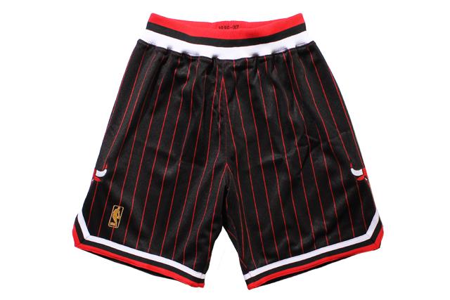 MITCHELL&NESS AUTHENTIC SHORTS(CHICAGO BULLS/1996-1997/BLACK×RED STRIPES)ミッチェル&ネス/バスケットボールショーツ/シカゴブルズ/ブラック×レッドストライプ