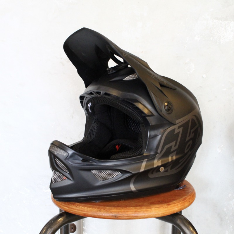 (お買い物マラソン)【ダウンヒル用】D3 FIBERLITE MONO フルフェイスヘルメット TroyLeeDesign/トロイリーデザイン