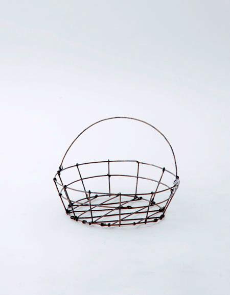 ハンドメイドのワイヤーバスケットシリーズ ワイヤーの質感を生かした 素朴で愛らしいバスケットです フォグリネンワーク fog 大特価 work 中古 ラウンドバスケット 1点1点手づくりのため注意事項をご一読下さい linen