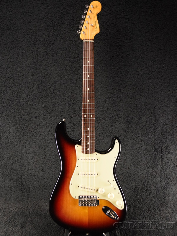 A product made in Fender USA American Vintage '62 Stratocaster ''Thin  Lacquer'' -3-Color Sunburst- 2007 [fender] [American vintage] [3 color