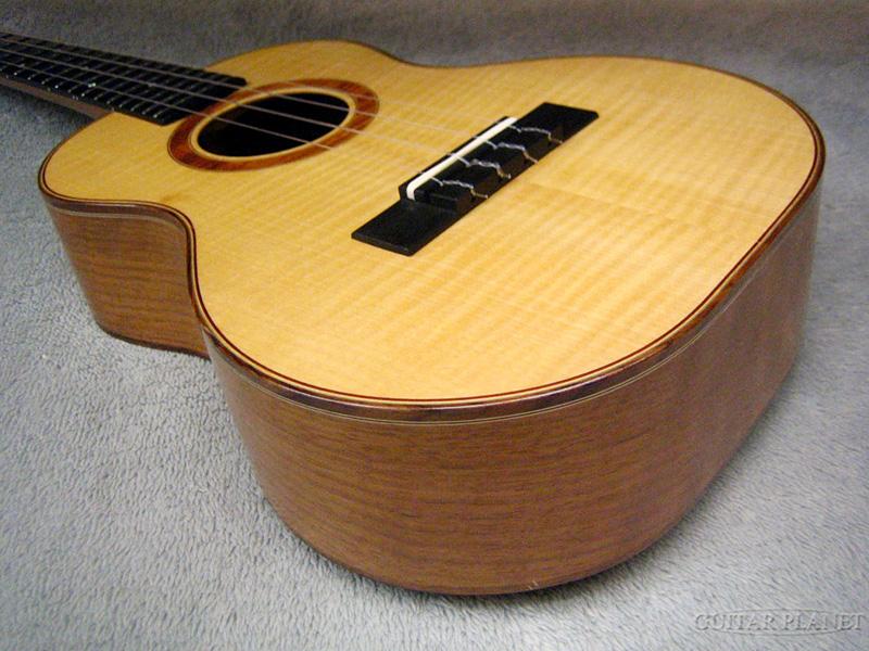 PIYA UKULELE Tenor-WSW217 2011年制造男高音尤克里里琴[piya][国产][Maple Top,梅夷拉][Tenor Ukulele]