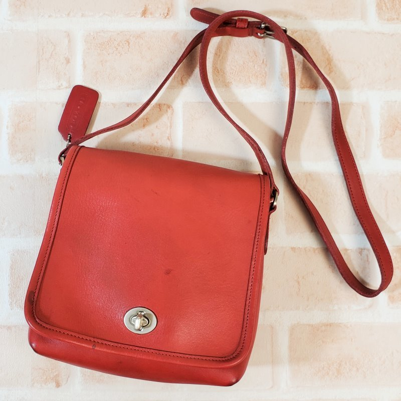 Old Coach Leather Turn Lock Shoulder Bag Red Small Size Vintage