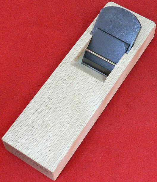 ■常三郎 春蘭 青鋼 ヒナ平鉋 押金付 白樫 36mm 5寸5分台 かんな
