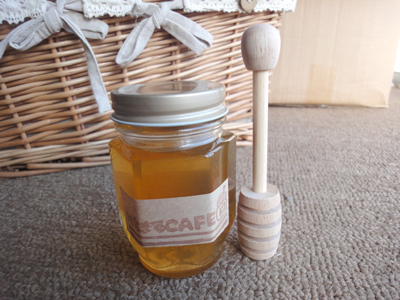 5月に絞りました 割引 R2年度 国産りんごはちみつ採れました^^りんご蜂蜜170g 予約販売 も国産りんごはちみつ採れました^^りんご蜂蜜170g 採れたばかりのリンゴ蜂蜜と木製サーバーのセットですいかがですか