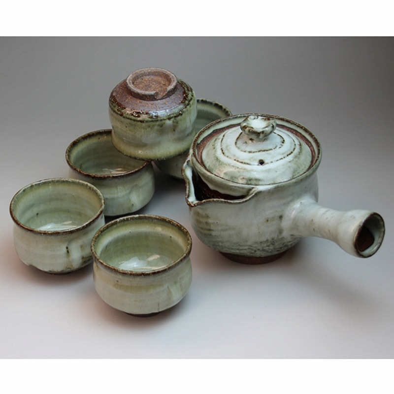 萩焼 白釉茶器揃 清玩作 木箱入 Japanese ceramic Hagi-ware. Set of white glaze kyusu teapot and 5 teacups with wooden box.