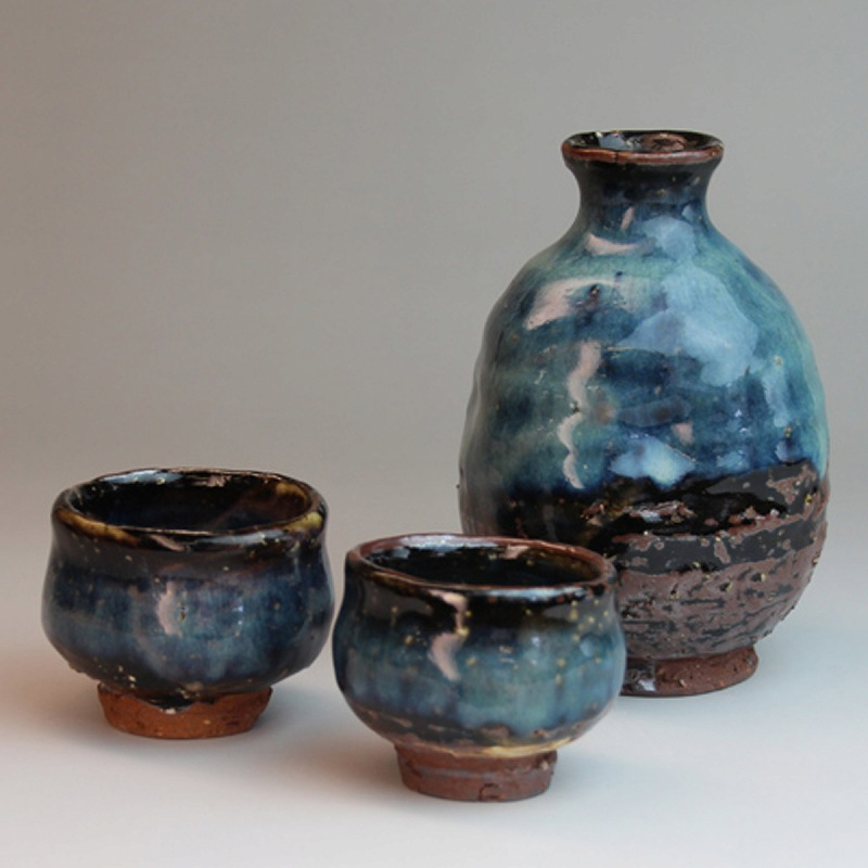 萩焼 青萩お預け酒器 清玩作 木箱入 Japanese ceramic Hagi-ware. Set of aohagi sake bottle server and 2 sake cups with wooden box.