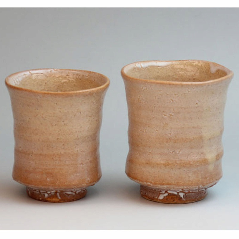 萩焼 萩梅花皮組湯呑 透作 木箱入 Japanese ceramic Hagi-ware. Set of 2 hagi kairagi yunomi teacups made by keishun. Wooden box.