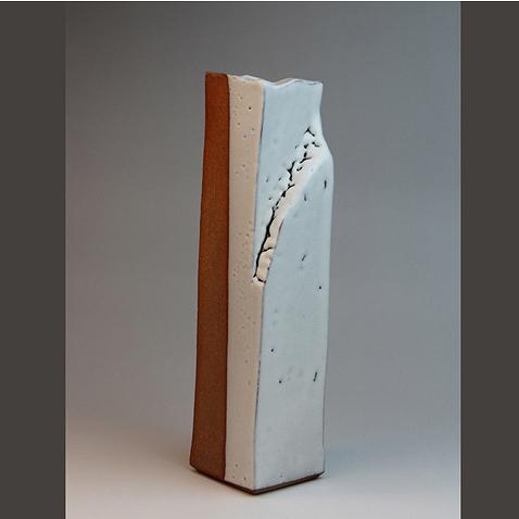 萩焼 白釉面取り花生 透作(木箱) Hagi yaki Shiroyu Vase made in Japan. Japanese pottery with wood box. Free shipping.