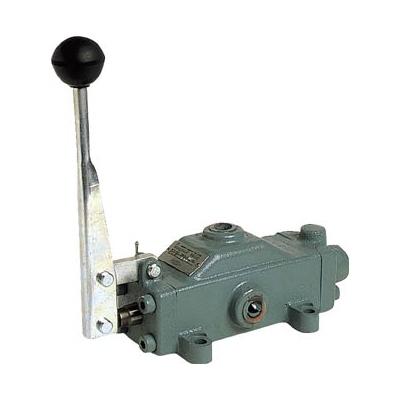 ダイキン工業:ダイキン 手動操作弁 呼び径3/8 DM04-3T03-4C 型式:DM04-3T03-4C