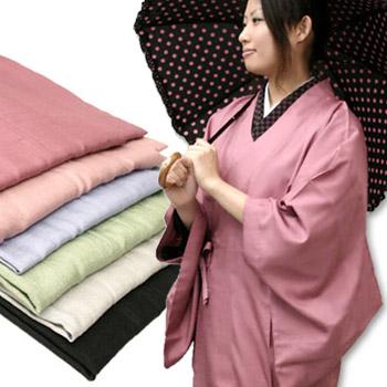 泥はねや飛沫から大切な着物を守ります。Sサイズ対応!小さいサイズ ピンク 緑 青 紫 黒 着物用 雨コート S M L 雨具 レインコート《ともえ姿 四季彩コート》和装雨コート 撥水加工 和紙風地紋のパステルカラー 雨ゴート(持ち運び便利なポーチ付き)〔S~L〕5124【WK】