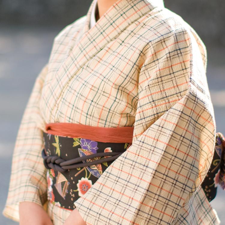 夏の洗える着物として大人気♪夏着物や浴衣としても着られる、サラッとした肌触りのコットン着物 お仕立て込み価格!反物・生地の購入もOK♪レディース・メンズ 阿波しじら織り 木綿 着物 単衣きもの《仕立代込み》生成り地に紺黒オレンジ格子 No.85 【受注生産】