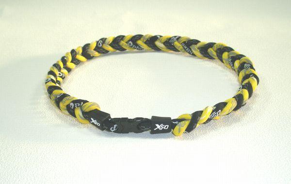 ファイテン RAKUWAネックX50 4つ編み 仕上がり約50cm(ブラック×クラウド・イエロー)