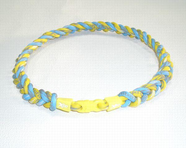 ファイテン RAKUWAネックX50 クラウド 4つ編み 仕上がり約50cm(クラウドイエローxライトブルー)