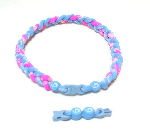 ファイテン RAKUWAネック三つ編み(ライトブルー× X30ハワイ限定ピンク)(仕上がり約43cm)  限定ブレス付き