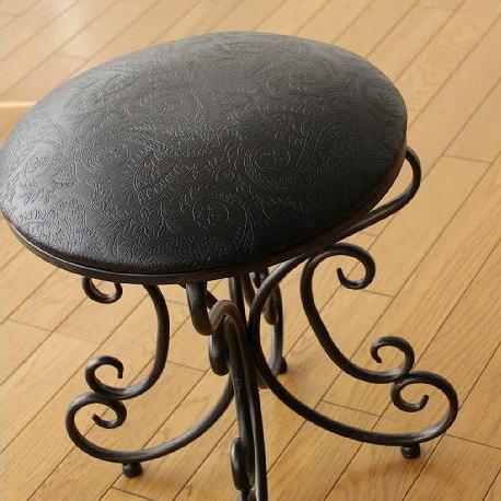 アイアンスツール レザークッションチェアー 丸椅子 アンティーク風スツール おしゃれ デザインスツール 丸いす エレガントスツール リビング ドレッサースツール 玄関椅子 腰掛け イス アイアン家具 クラシック アジアン家具 アイアンラウンドスツールB