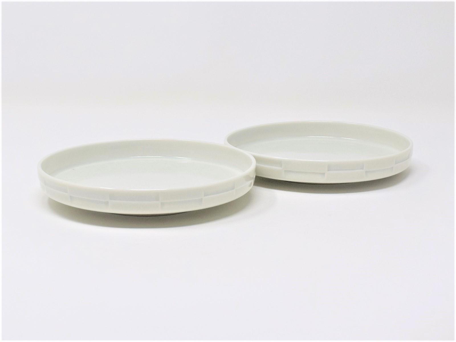 有田焼 窯元 博泉窯 青白磁彫文組皿 中村慎 作 陶芸家 手づくり きれいな青白磁 ペア セット 贈り物 小皿 取り皿 ギフト 食器 和食器