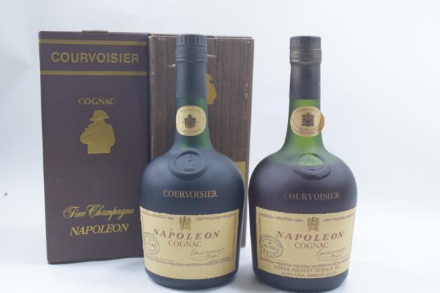 【未開栓】クルボアジェ COURVOISIER ナポレオン 700ml 箱付 2本セット 【中古】