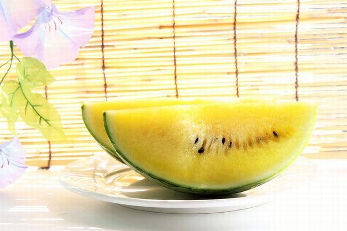 サマーオレンジ西瓜及びサマークリーム西瓜通信販売。果肉が黄橙色のスイカを販売 2玉 L~4L 山形・他産地