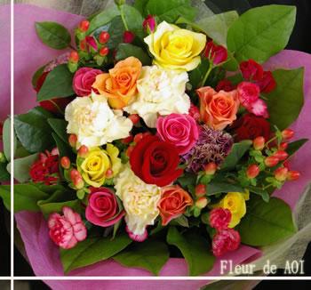 香りいっぱいのバラと季節のお花をコーディネイトしました母の日 お誕生日 結婚祝 結婚記念日 出産祝 新築祝 その他のお祝いに 父の日 特別な贈り物にこだわりのバラでお届けします 香り お気にいる 生花 バラ 花束 高価値 あす楽 母の日 誕生日 敬老の日 日曜 結婚祝い 発表会 即日発送 楽屋花 土曜 おしゃれ お誕生日プレゼント フラワー プロポーズ リサイタル 特別 おまかせ花束 長持ち 退職祝 薔薇花束 記念日