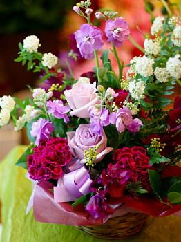 お中元 誕生日 開店祝い プレゼント おまかせ パープル系フラワーアレンジメント 花 人気ランキング 花ギフト 花束 結婚記念日 (誕生日 などにも) バラ 就任 送別 31