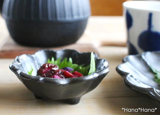 小兵窯 磁器なのに土物 陶器の味わい 黒練 ナチュラル 花形 ボウル 日本製 ボール アイスクリーム フルーツ 8.5cm おやつ 選択 カネコ小兵 リンカ クーポン配布中 花型豆鉢 美濃焼 和食器 初売り 買いまわり