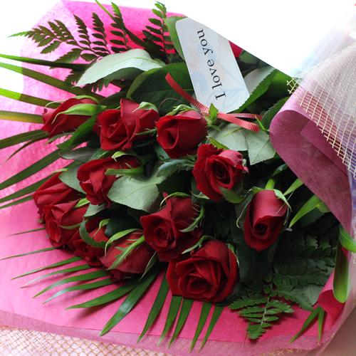 愛の告白に 1ダース12本の赤バラで豪華に仕上げた花束ダーズン ローズをプレゼント 送料無料 あす楽対応 情熱の赤い薔薇の花束 ダーズンローズ 数量限定アウトレット最安価格 ダズンローズ 赤バラで告白 記念日のギフトに 結婚記念日に 披露宴に 人前式 プロポーズ ご予約品 お誕生日 結婚式 楽ギフ_メッセ入力
