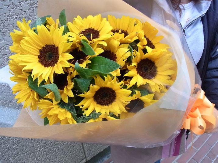 ひまわりの30本花束 母の日の贈り物に誕生日お祝いな新鮮高品質ヒマワリを心を込めておとどけいたします