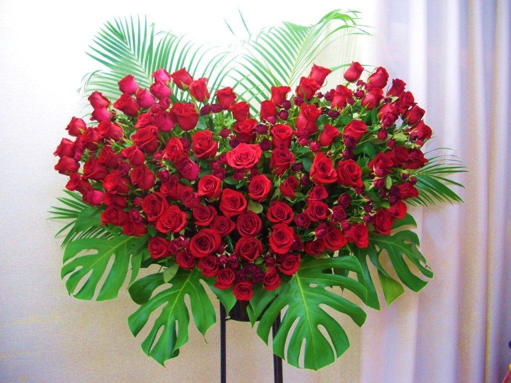 【送料無料】お祝いハートローズスタンド花(1段豪華版)