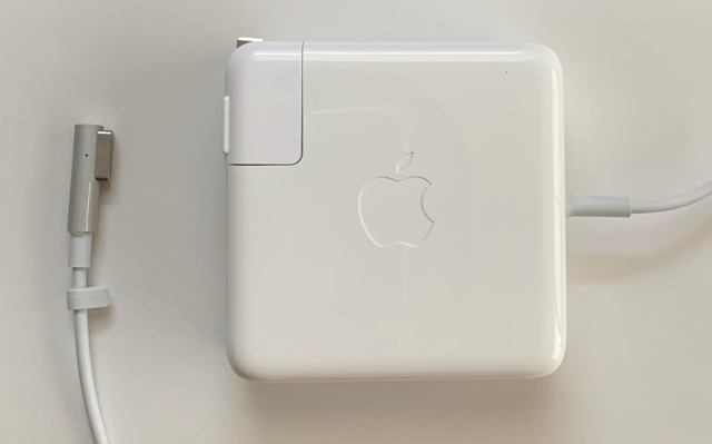 ACアダプタ:Apple製純正新品MacBook Pro用85W 即日出荷 MagSafe セールSALE%OFF A1343