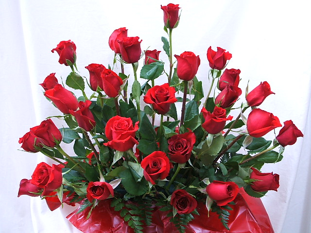 Please Choose The Number Of Gift Flower Present Mother Woman Roses On A Flower Arrangement Rose Arrangement Birthday