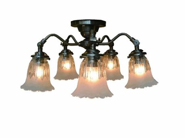 サンヨウSS1305A 1821 アンティークスタイル5灯シーリングランプ 本体(アンティーク色)とシェードのセット 画像の商品です。