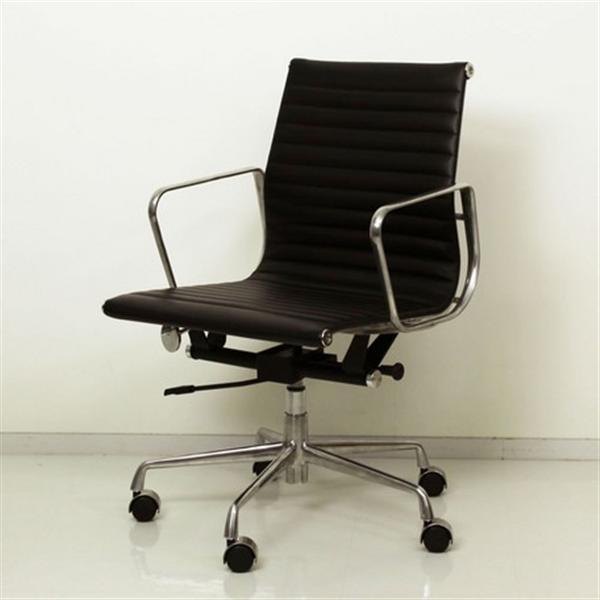 イームズ作!【最高級の座り心地。シックな大人のワークチェア】アルミナム グループチェア ミドルバック ブラック