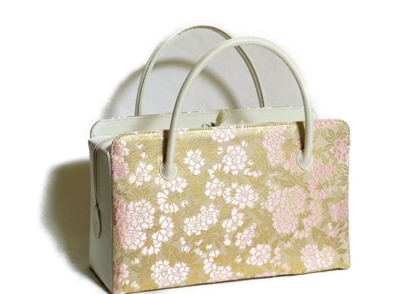 和装バッグ·利休バッグ·お仕立て前の商品です。 お茶会、結婚式、七五三、卒業入学式などにいかがでしょうか。 正絹西陣織物 桜柄を使用いたしました。