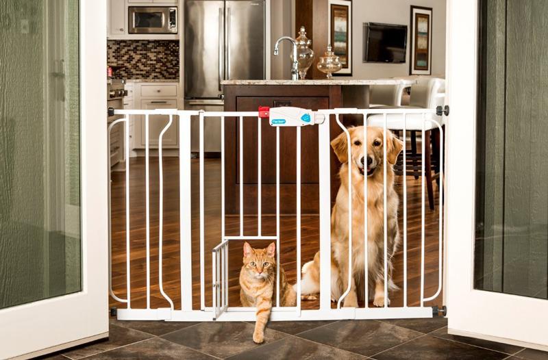 ※再入荷決定、11月上旬予定です【Carlson】特許が取られたペット・ドアがついたゲート!ベストセラーのゲートです。新発売!カールソン エクストラワイドウォークスルーゲートExtra Wild Walk-Thru Pet Gate carl0930pw 【ゲート ケージ サークル インテリア】